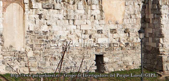 muralla arabe frente a la almudena