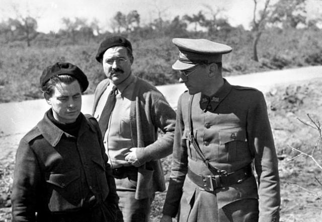 Con Joris Ivens y Hemingway en Brihuega (marzo37)